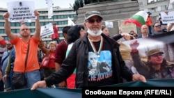 """Нито една проява на """"Възраждане"""" не минава без руско знаме или тениска с Путин"""