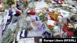 Цветы на Английской набережной в Ницце – после теракта 14 июля 2016 года