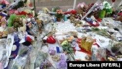 Цветы на Английской набережной в Ницце – после теракта 14 июля 2016 года.