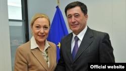 Uzbek Foreign Minister Vladimir Norov (right) meets with EU External Relations Commissioner Benita Ferrero-Waldner in Brussels on September 14.