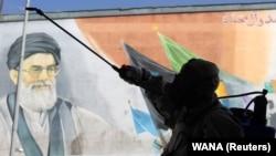 باور عمومی در ایران این است که حکومت دلایل شیوع کرونا در این کشور را پنهان میکند