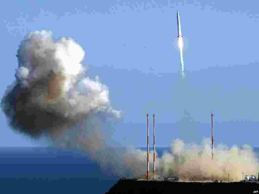Южная Корея совершила запуск своей первой космической ракеты