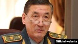 Бағдат Майкеев қорғаныс министрінің орынбасары кезінде.