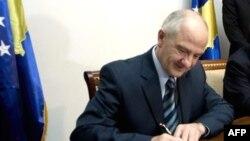 Predsednik Fatmir Sejdiu potpisao je Ustav Kosova 15. juna 2008.