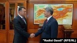 Қоҳир Расулзода бо раисиҷумҳури Қирғиқистон Алмосбек Отамбоев