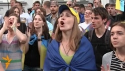 Ukrainians Chant Anti-Putin Slur Outside Russian Consulate In Kharkiv