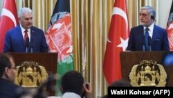 Turkish Prime Minister Binali Yildirim (left) speaks next to Afghan Chief Executive Officer Abdullah Abdullah during a press conference at Sapedar palace in Kabul on April 8.