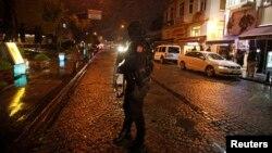 Сотрудник стамбульской полиции.