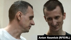Ukrainian film director Oleh Sentsov (left) and fellow defendant Oleksandr Kolchenko attend a hearing at a court in the city of Rostov-on-Don on August 25.