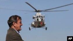 """6 cентября 2011 года. Бывший канцлер ФРГ Герхард Шредер готовится к торжественному открытию первой очереди """"Северного потока"""""""