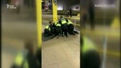 Затримання зловмисника, який напав з ножем на людей в метро Манчестера - відео