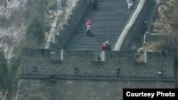 За несколько лет под Пекином построена модель Великой стены. Так же стремительно Китай строит новую Великую науку. Photo Eugene Kozlovskii ekozl.fotki.com.
