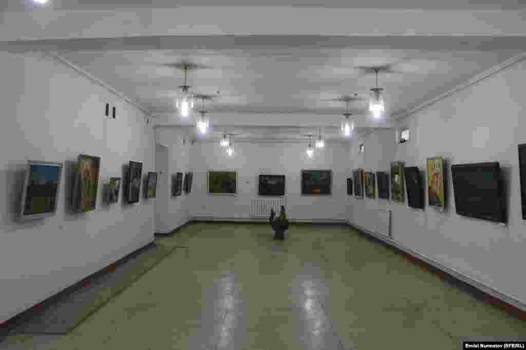 Бирок Сулайман-Тоонун, Ош шаарынын сүрөттөрү негизинен калаадагы Тургунбай Садыков атындагы музейде сакталып турат.