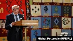 Teodor Meron tokom ranijeg posjeta Srebrenici