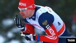 Дисквалифицированный российский лыжник Максим Вылегжанин