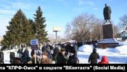 Коммунисты на крестном ходу в Омске