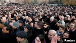 Сторонники Раффи Ованнисяна собрались на площади Свободы, протестуя против официальных результатов выборов, Ереван, 19 февраля 2013 г.