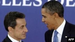 """Франция президенті Николя Саркози (сол жақта) мен АҚШ президенті Барак Обама """"Үлкен жиырмалық"""" саммитінде. Канн, 3 қараша 2011 жыл"""