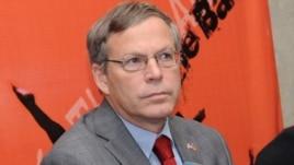 Armenia - U.S. Ambassador John Heffern at a news conference in Yerevan, 18Apr2013.