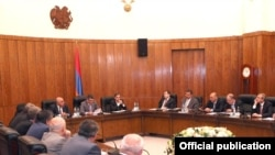 Armenia - Prime Minister Tigran Sarkisian and members of the Union of Industrialists and Entrepreneurs discuss fresh changes in tax legislation, 12Oct2011.