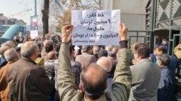 تصویر آرشیوی از تجمع اعتراضی کارگران و کارمندان بازنشسته