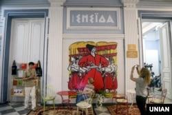 Мистецький «Проект Енеїда». Зображення Енея на стіні в будівлі Національного художнього музею України. Київ, 22 вересня 2017 року