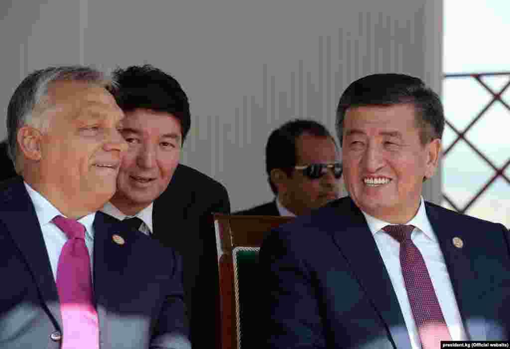 Венгриянын премьер-министри Виктор Орбан жана кыргыз президенти Сооронбай Жээнбеков.