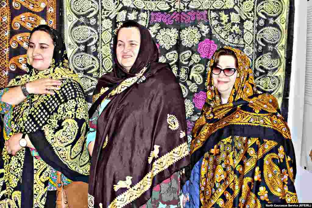 В XX веке платок получил чрезвычайную популярность у губденских женщин. Он стал не только элементом одежды, но и антиквариатом. Губденки были законодательницами моды на гюльмендо, который считался необходимой вещью в приданом.