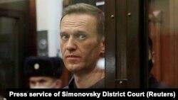 Алексей Навални в съда по време на делото срещу него