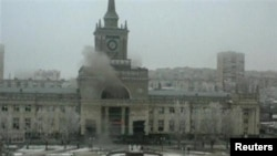دخان يتصاعد من مدخل محطة القطارات في فولغوغراد