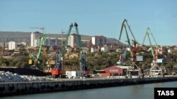 Daghestan -- Cranes are seen in the Commercial Sea Port of Makhachkala, September 24, 2012