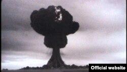 """Взрыв первой советской атомной бомбы РДС-1 (""""изделие 501""""). Мощность – 22 килотонны. Семипалатинский полигон. 29 августа 1949 г."""