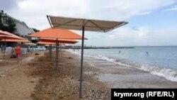 Пляж в Крыму, иллюстрационное фото