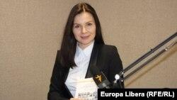 Alina Dulce în studioul Europei Libere la Chișinău