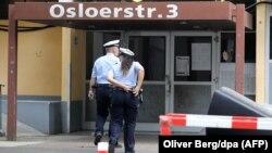 Գերմանիա - Ոստիկանները մտնում են այն շենքը, որտեղ երկու օր առաջ ձերբակալվել է Սիեֆ Ալլահը, Քյոլն, 14-ը հունիսի, 2018թ․