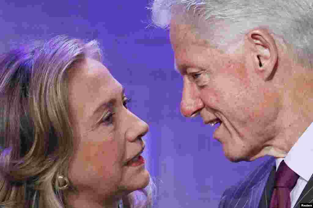 В Йельском университете она познакомилась со своим будущим мужем Биллом Клинтоном. Они поженились в 1975 году.
