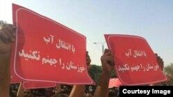 برخی تصاویر ارسالی مخاطبان رادیو فردا از تجمع روز دوشنبه در اهواز/ برای دیدن تصاویر بیشتر روی عکس کلیک کنید