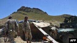 په ګوشتې کې افغان سرحدي پولیس ولاړ دي.