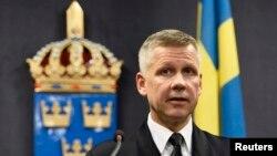 Командующий поисковой операцией Йонас Викстрём на пресс-конференции в Стокгольме