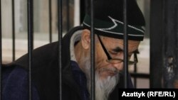 Азимжан Аскаров сот залында. 2017-жыл.