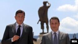 Премиерот Никола Груевски и словенечкиот претседател Борут Пахор на прошетка низ Старата скопска чаршија.