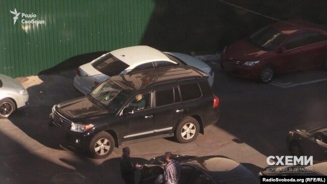 У 2017 році «Схеми» зафіксували, як Юрій Борейчук кілька днів поспіль приїжджав під управління захисту економіки СБУ на Toyota Land Cruiser за 70 тисяч доларів