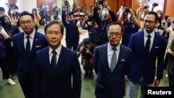 Өткөн аптада Бээжин дайындаган Гонконгдун администрациясы төрт оппозициячыл депутатты Мыйзам чыгаруу кеңешинен чыгарган.