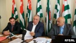 """Лидеры """"Единой Абхазии"""" опровергли обвинения в том, что члены партии ничего не знали о смене курса"""