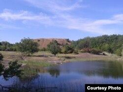 Лужне (Щелочное) озерце із зруйнованою насосною станцією