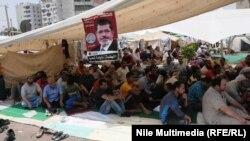معتصمون موالون للرئيس المصري المعزول محمد مرسي في القاهرة