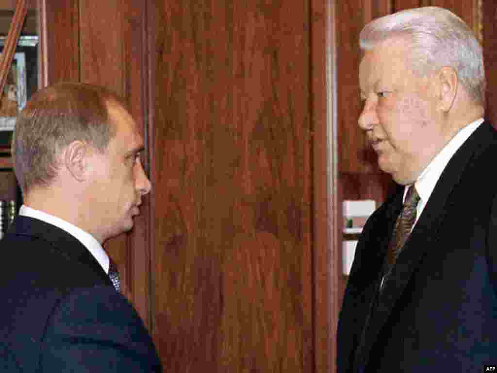 Yeltsin (right) meets with Prime Minister Putin in the Kremlin on September 16, 1999, a month after he was named to head the government.