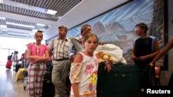 Российские туристы в аэропорту Шарм-эш-Шейха.