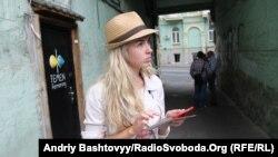 Олександра Шевченко біля офісу FEMEN, 27 серпня 2013 року