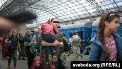 Архіўнае фота. Чачэнскія ўцекачы на берасьцейскім вакзале, жнівень 2017 году